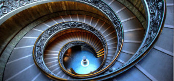 Some Breathtaking Spiral Staircases for Homes